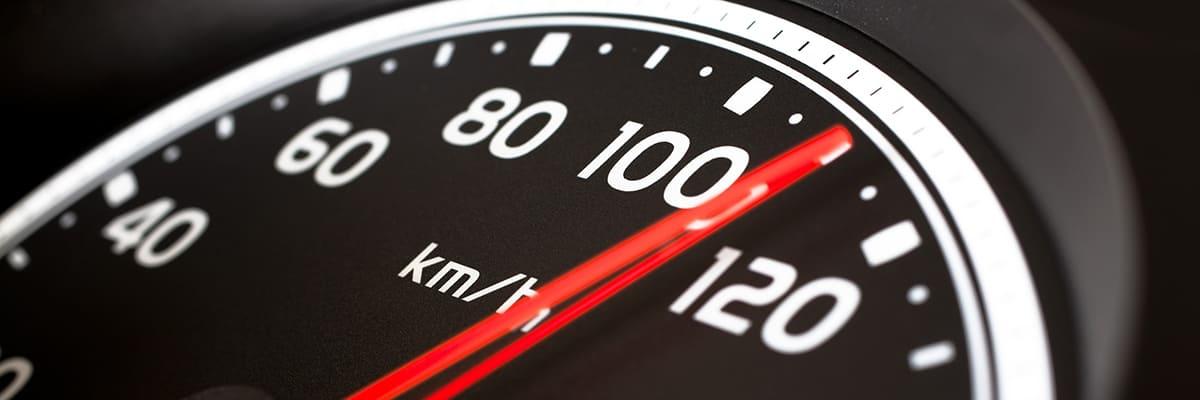 نصائح حول كيفية تجنب بعض اخطاء السرعه في القيادة