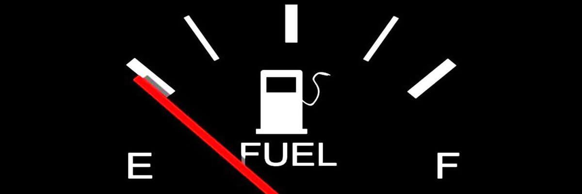 تعرف على مخاطر قيادة السيارة بـ خزان الوقود شبه الفارغ